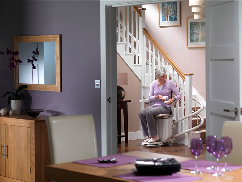 Stairlifts-Stannah-Starla-260-curved-2-service
